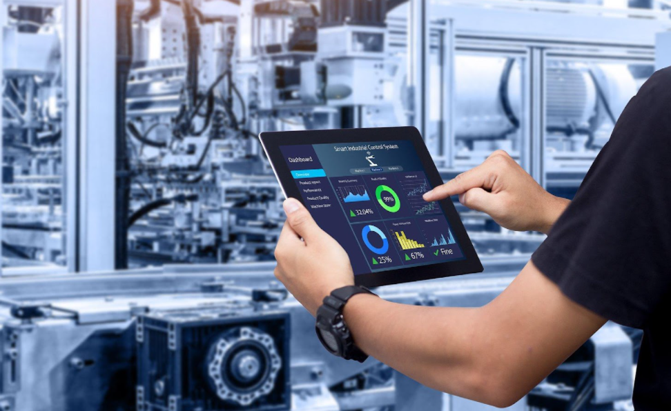 Engineer-iPad-process-impro-customer-experience-with-field-service-solution